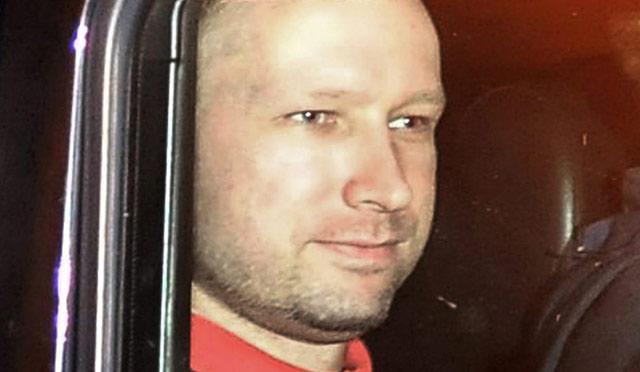 Anders Behring Breivik, tras salir de la comparecencia ante el juez. | Reutres