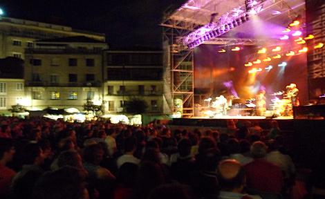 El público abarrotó la Plaza de A Ferrería. | N. P.