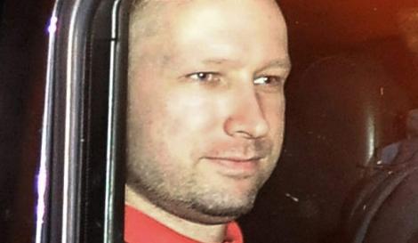 Anders Behring Breivik, tras salir de la comparecencia ante el juez. | Reuters