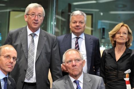 Wolfgang Schäuble, sentado en el centro en la reunión extraordinaria del Eurogrupo. | Afp
