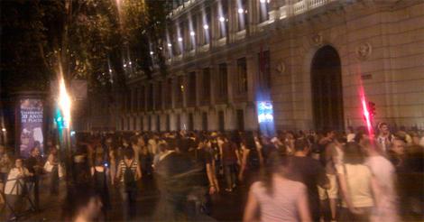 Los indignados en el Paseo del Prado, en una foto de Twitter de @acampadasol