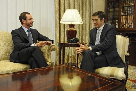 Javier Maroto en su primera reunión con Patxi López en Lehendakaritza. | Nuria González