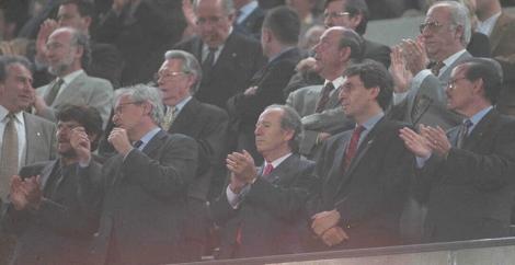 Núñez como presidente del Barça en el palco del Camp Nou en 1999. | Foto: D. Umbert