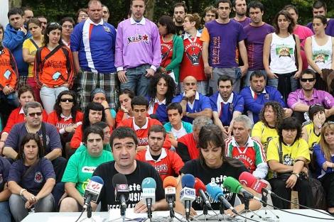 Las comparsas de Bilbao explican sus reivindicaciones para la Aste Nagusia de Bilbao.   Mitxi