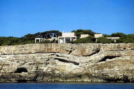 Can Lis, sobre los acantilados de Porto Petro.
