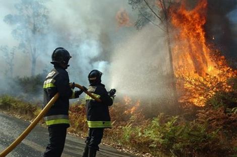 Se mantiene activo un incendio en Teo (A Coruña). | EP