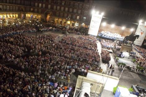 Miles de espectadores asisten al concierto de Barenboim en Madrid.   Óscar Monzón