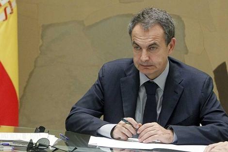 Rodríguez Zapatero, durante la reunión con su gabinete económico, el miércoles. | Efe