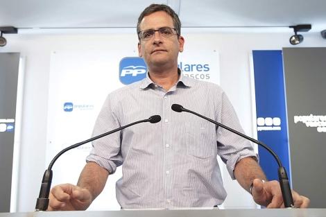 Antonio Basagoiti tras reunirse con el Comité de Dirección del PP en Vitoria.   Efe