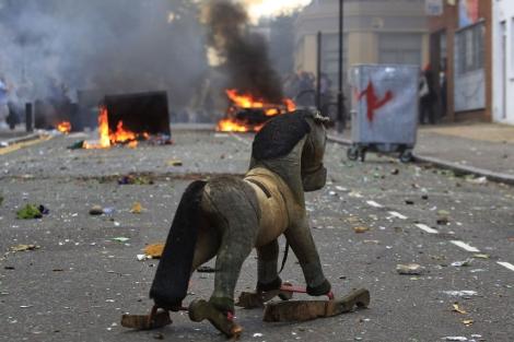 Una calle de Londres donde se han producido disturbios. | Ap