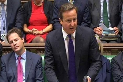 Cameron, en primer plano, en un momento de la sesión.| Ap