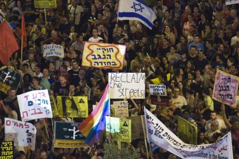 multitud de manifestantes en la ciudad de Beer Sheva.   Reuters