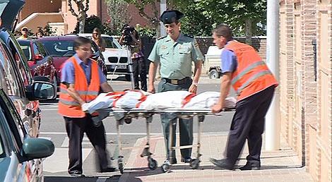 El servicio forense saca los cuerpos de los niños. | RTVCyL