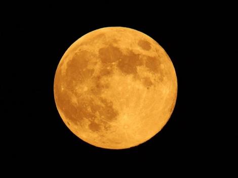 Imagen de la Luna captada desde Grecia.|EFE