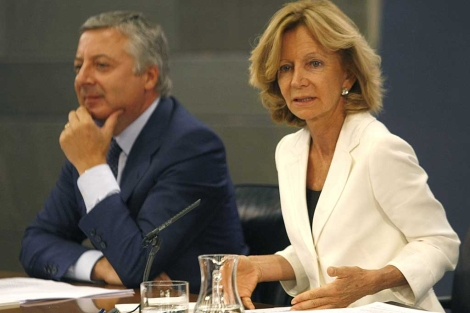Salgado y Blanco, tras el Consejo de Ministros. | Efe