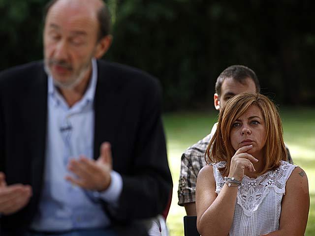 El candidato a la Presidencia, Rubalcaba, y su 'número dos', Elena Valenciano. | Javier Barbancho