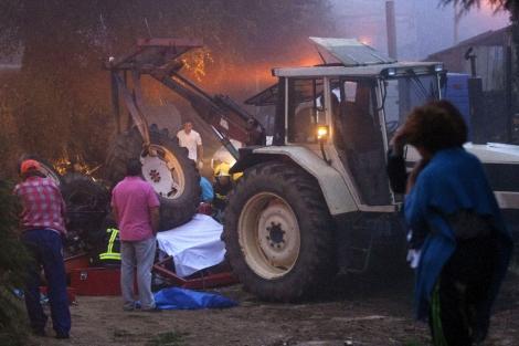 El último tractor siniestrado en Galicia, este domingo en A Pastoriza. | Efe