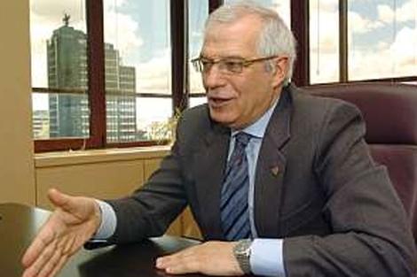 El ex presidente del Parlamento Europeo, Josep Borrell, durante una entrevista.   Efe