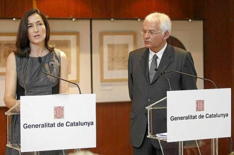 La Ministra de Cultura, Ángeles González-Sinde; junto al conseller Mascarell. | Quique García