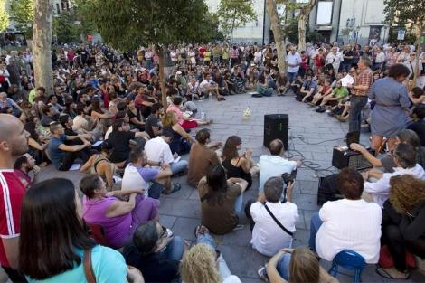 Asamblea de 'indignados' para actuar contra reforma.| Alberto Di Lolli.