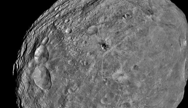 El asteroide Vesta observado por Dawn.| NASA/JPL-Caltech,UCLA/MPS,DLR/ID