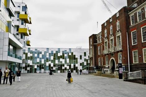 Panorámica de la Barking Town Square de Londres. | EM