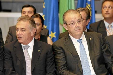 José Añez, a la izquierda, junto al ex alcalde de El Ejido Juan Enciso. | M.C.