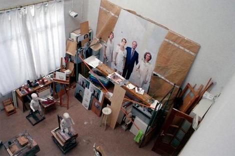 Taller del artista con una vista parcial de la obra.