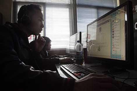 Un ciudadano chino usando Internet | Foto: AP