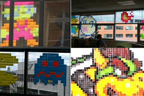 Cuatro composiciones en 'post-it', en las oficinas de París.