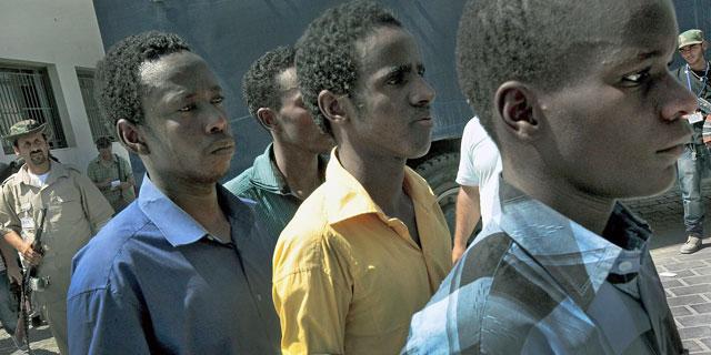 Varios subsaharianos prisioneros de los rebeldes libios en Trípoli. | Ricardo Garcia VIlanova