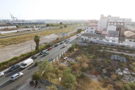Terrenos colindantes a la estación de Murcia, donde se prevé el acceso sur. | E.Caparrós