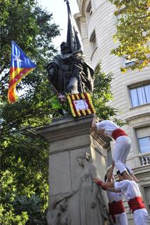 La 'estelada' ha vuelto a la estatua de Rafael de Casanova.   S. C.