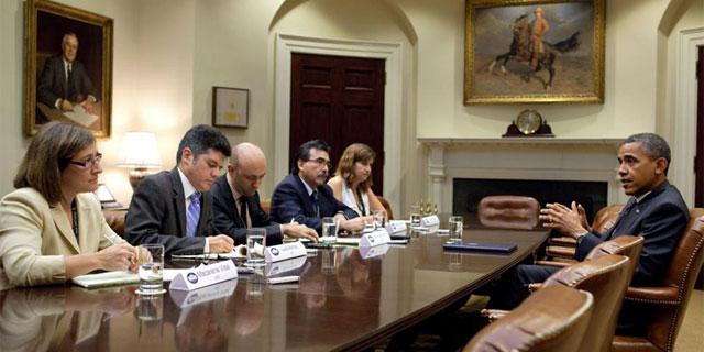 El presidente estadounidense ha charlado con un grupo de periodistas hispanos en la Casa Blanca. | Afp