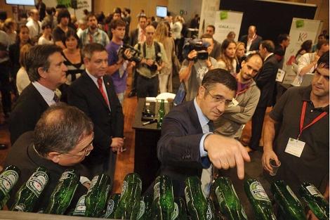 El lehendakari Patxi López recorre las intalaciones del BEC en el Foro Emprende 2011. | Patxi Corral