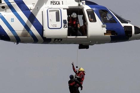 El helicóptero 'Pesca 1', en una exhibición de Salvamento en 2010.   R. G.