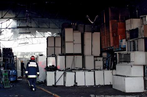 Planta de reciclaje de electrodomésticos en Málaga, con neveras y lavadoras acumuladas. | Antonio Pastor