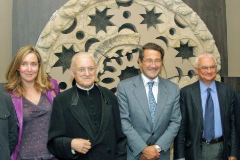 El deán José María Díaz y el alcalde Conde Roa en la reapertura del museo. | Efe