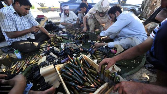 Rebeldes libios se preparan para los enfrentamientos cerca de Sirte.   Afp