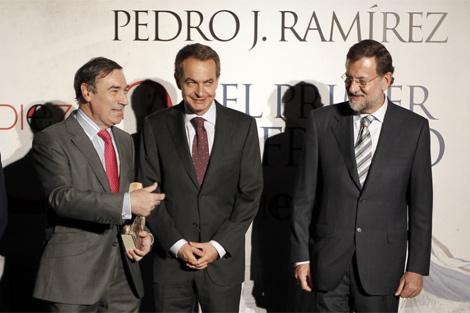 De izqda. a dcha.: Pedro J. Ramírez, José Luis Rodríguez Zapatero y Mariano Rajoy. | A. Di Lolli