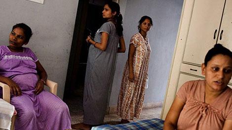 Madres de alquiler en Gujarat.  Suzanne Lee