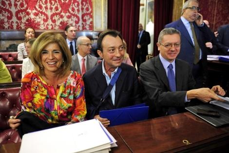Ana Botella (izda.), con Manuel Cobo (centro) y Alberto Ruiz-Gallardón. | Foto: B. Díaz