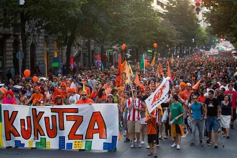 Manifestación en favor de Kukutza en el centro de Bilbao. | Mitxi