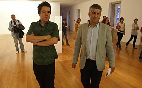Karmelo Bermejo e Iñaki Antelo, director de Marco, en cuyo despacho ha puesto un jacuzzi. | Marco