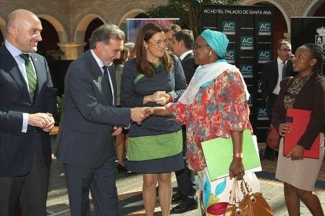 Carnero, Alejo y Rodríguez durante la presentación de la Cumbre de Microcréditos. | M. Álvarez