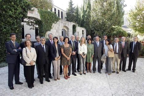 Foto de familia de los patronos de la Fundación Miguel Delibes. | Ical