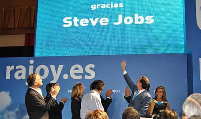 Foto del homenaje subida a Twitter en el perfil de Rajoy.