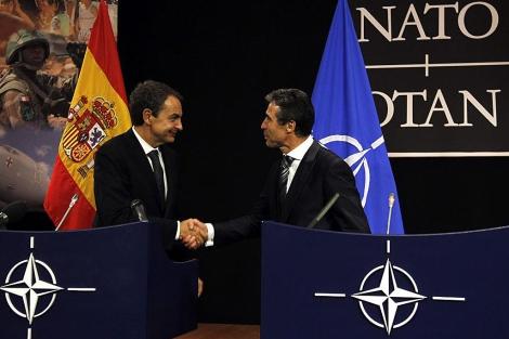 Zapatero y Rasmussen, tras su rueda de prensa conjunta en Bruselas. | Reuters