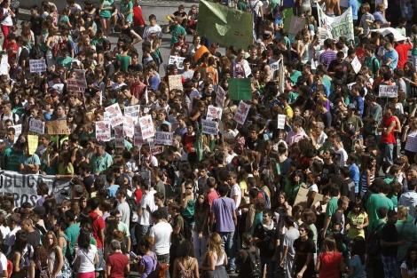 Estudiantes de Secundaria protestan contra los recortes en la Puerta del Sol | Efe