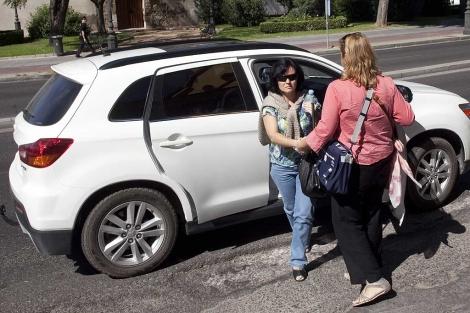La madre de los pequeños llega a las dependencias policiales. | Madero Cubero